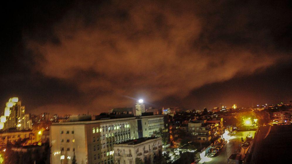 Foto: Defensas antiaéreas sirias durante la operación lanzada por EEUU, Reino Unido y Francia contra el régimen sirio. (Reuters)