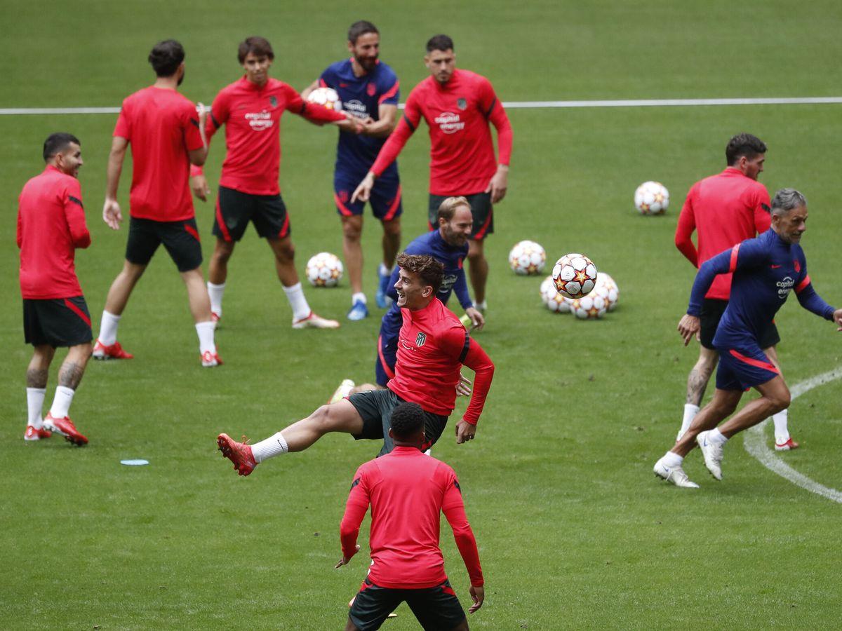 Foto: El Atlético de Madrid, durante el entrenamiento. (Reuters)