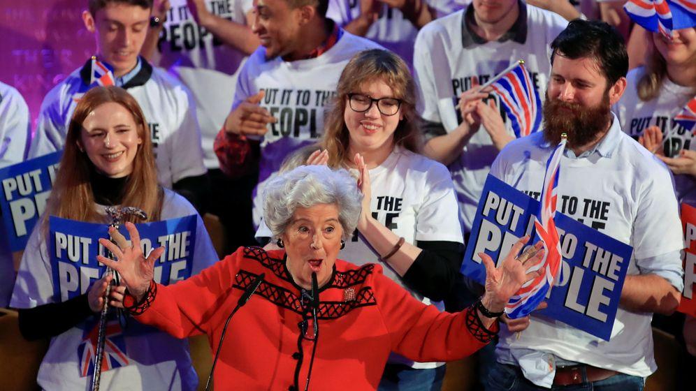 Foto: Betty Boothroyd, durante su intervención en un acto de People's Vote, en Londres. (Reuters)