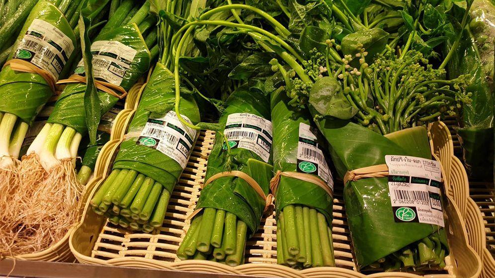 Foto: Los productos frescos de los supermercados Rimping están envueltos con hojas de plátano (Foto: Facebook)