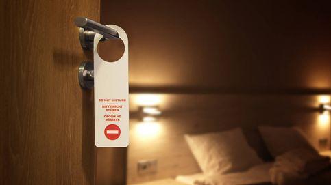"""La razón por la que están quitando los carteles de """"no molestar"""" de los hoteles"""