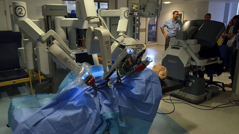 El sistema quirúrgico Da Vinci (Wikimedia Commons)