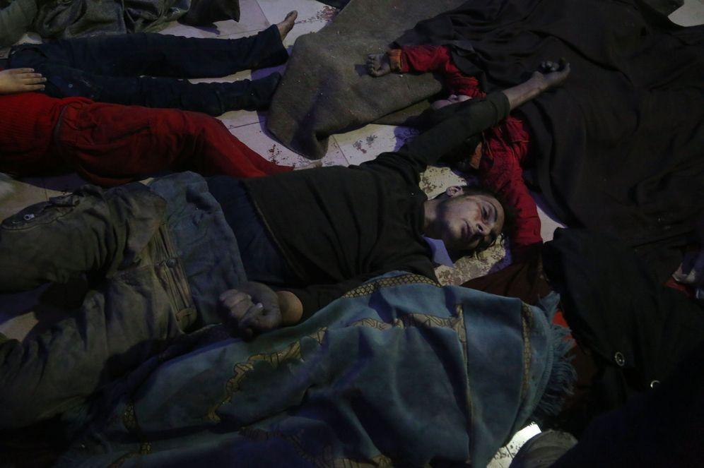 Foto: Víctimas del supuesto ataque químico en Duma, Guta Oriental, el 8 de abril de 2018. (Reuters)