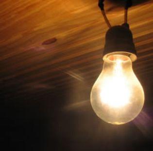 Foto: La luz subirá cerca del 10% en enero después de que la subasta eléctrica arroje alzas del 21,3%