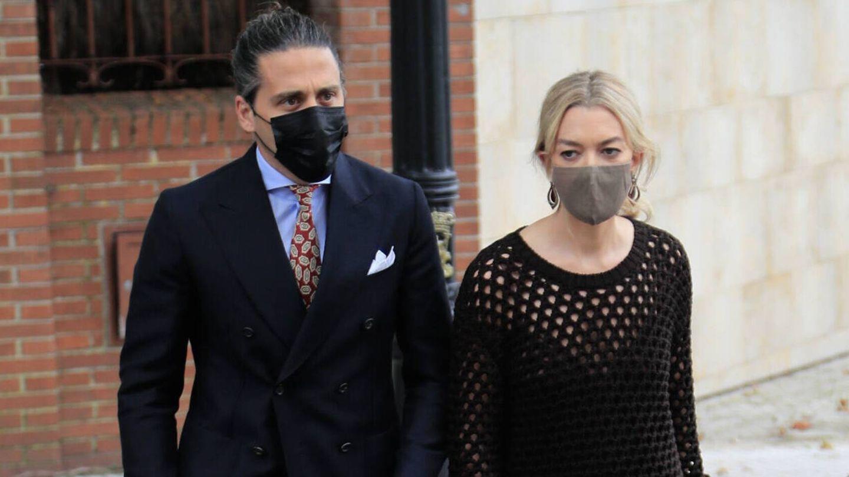 Marta Ortega y Carlos Torretta, vestidos para asistir a la boda de unos amigos. (Gtres)