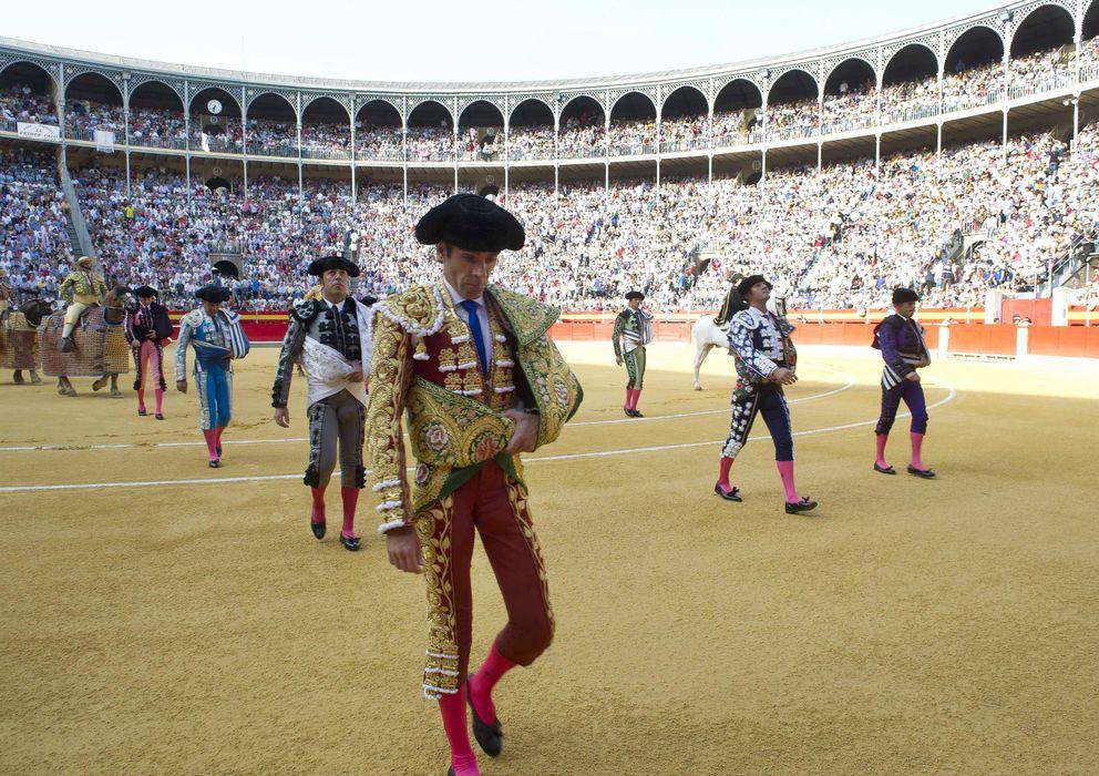 Foto: El diestro José Tomás al comienzo de la corrida de la Feria del Corpus, en Granada. (EFE)