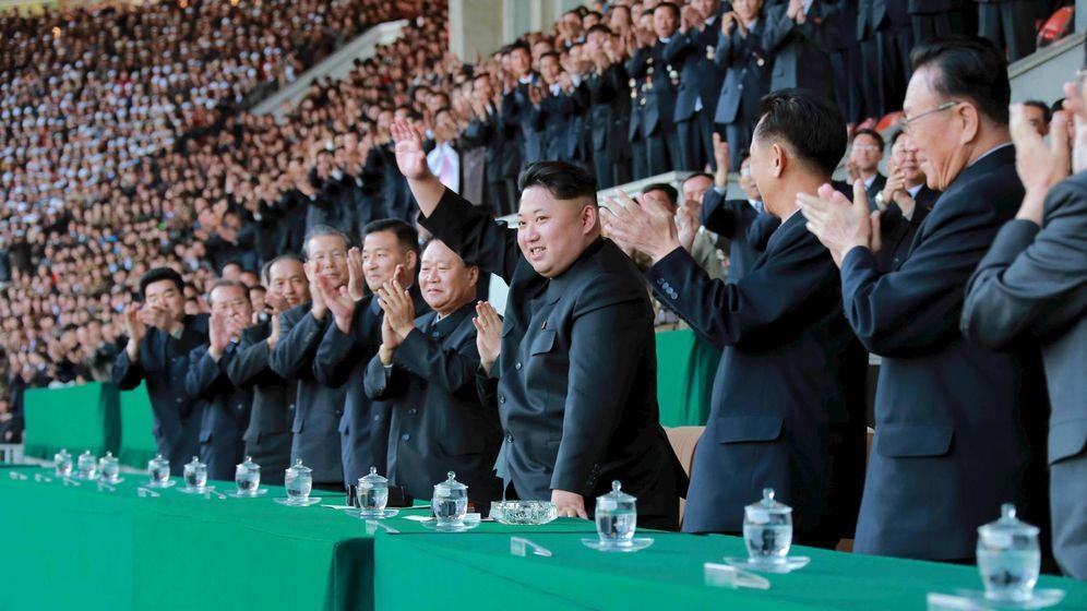 Foto: Kim Jong-Un preside un partido de fútbol en Pyongyang. (Reuters)