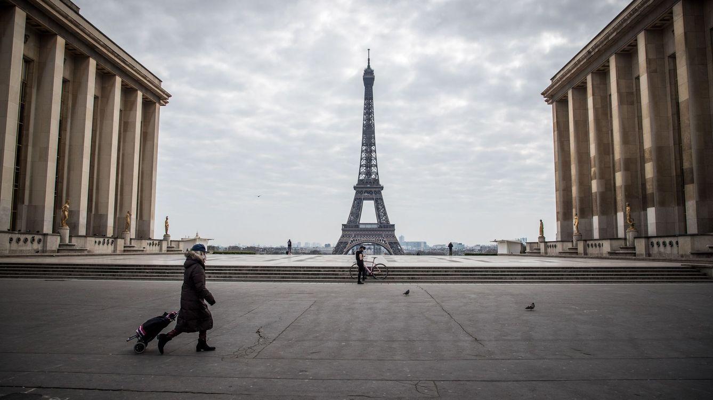 Voló a París para dar una sorpresa a su novia... pero ella tuvo la misma idea al revés