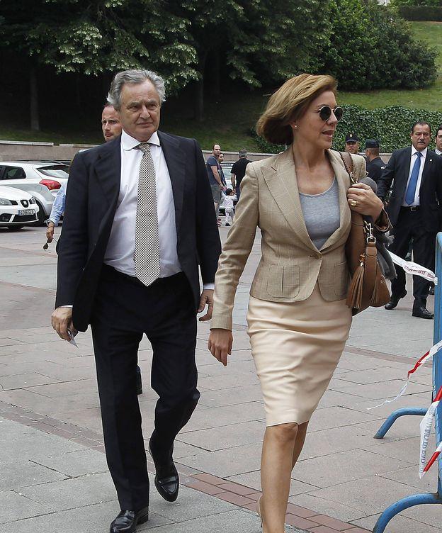 Foto: Ignacio López del Hierro y Dolores de Cospedal entrando a Las Ventas. (Cordon Press)