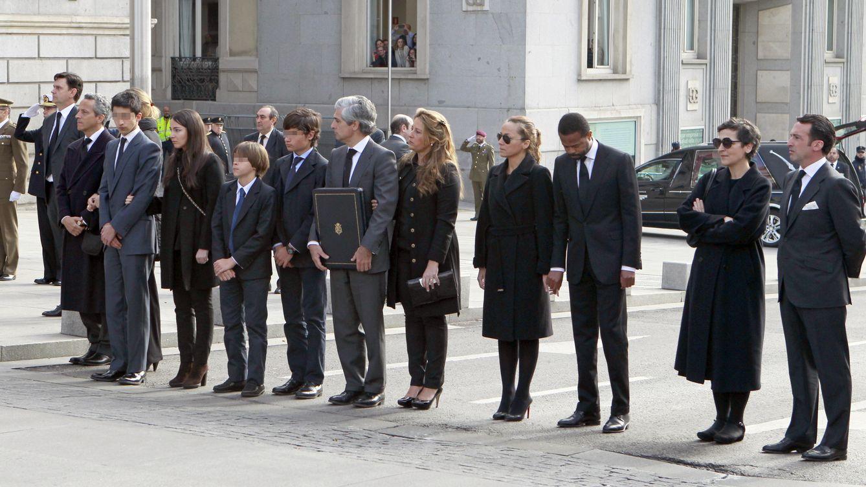 El clan Suárez se reúne media hora para honrar la memoria de su padre