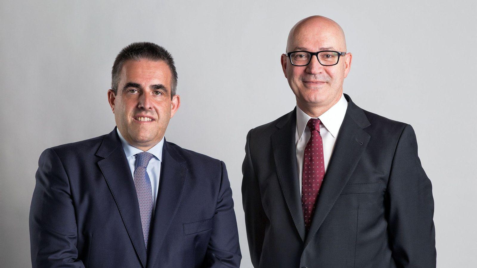 Foto: Fotografía facilitada por El Corte Inglés del consejero delegado, Víctor del Pozo, y el presidente de los grandes almancenes, Jesús Nuño de la Rosa. (EFE)