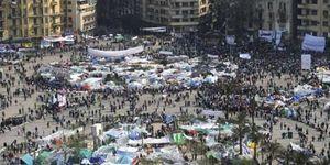 Los egipcios muerden la mano que les da de comer: el 70% son funcionarios