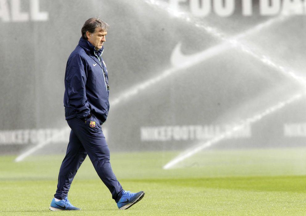 Foto: El Tata Martino, durante un entrenamiento con el Barcelona