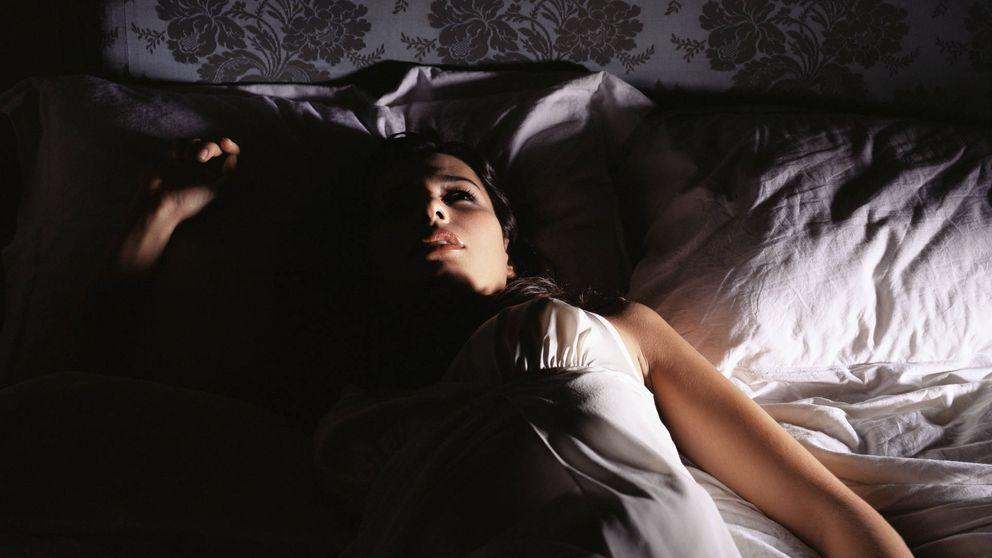El motivo por el que te sueles despertar en medio de la noche