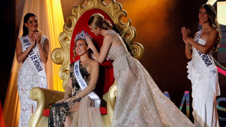 La ganadora de Miss World Spain, recibiendo su corona. (EFE)