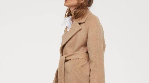 Si estás pensando comprar un abrigo, invierte en uno clásico como el de H&M
