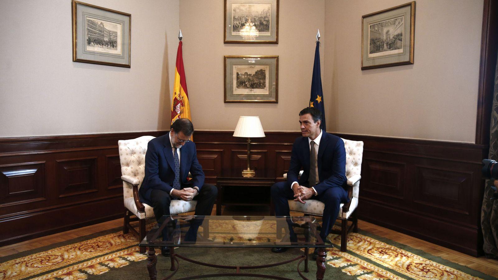Foto: Mariano Rajoy y Pedro Sánchez, el 29 de agosto de 2016, en la última reunión que ambos mantuvieron antes de la investidura del jefe del PP. (EFE)