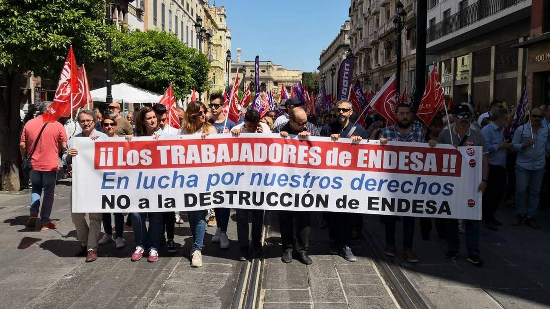 Trabajadores de Endesa, manifestándose. (Twitter de @UGTEndesa)