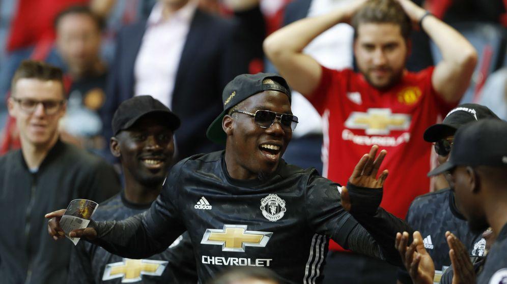 Foto: Mathias Pogba vestido con la camiseta del Manchester United durante un partido de su hermano. (Reuters)efore the match