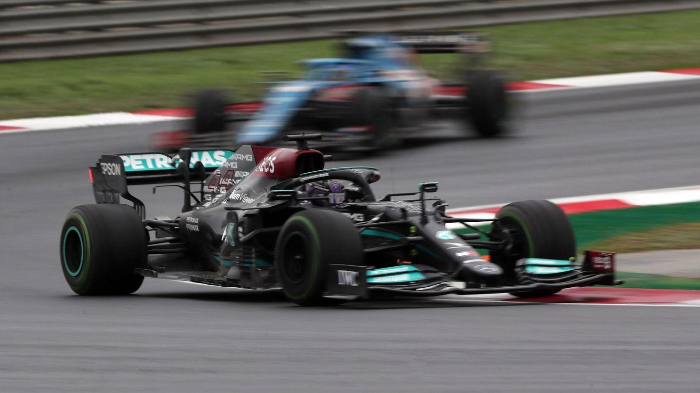 Hamilton se enfada con su equipo. (Reuters)