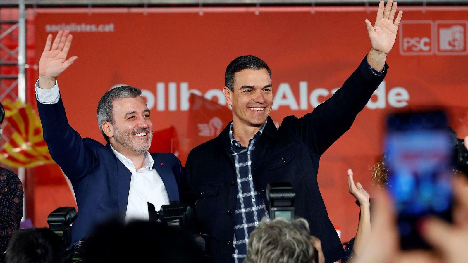 Foto: Pedro Sánchez arropa al candidato del PSC a la alcaldía de Barcelona, Jaume Collboni, este 12 de enero en la capital catalana. (EFE)