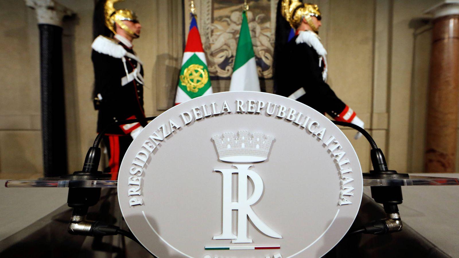 Foto: Imagen del interior del Palacio de Quirinal antes de que el presidente italiano se reúna con la Liga y el M5S, en Roma. (Reuters)