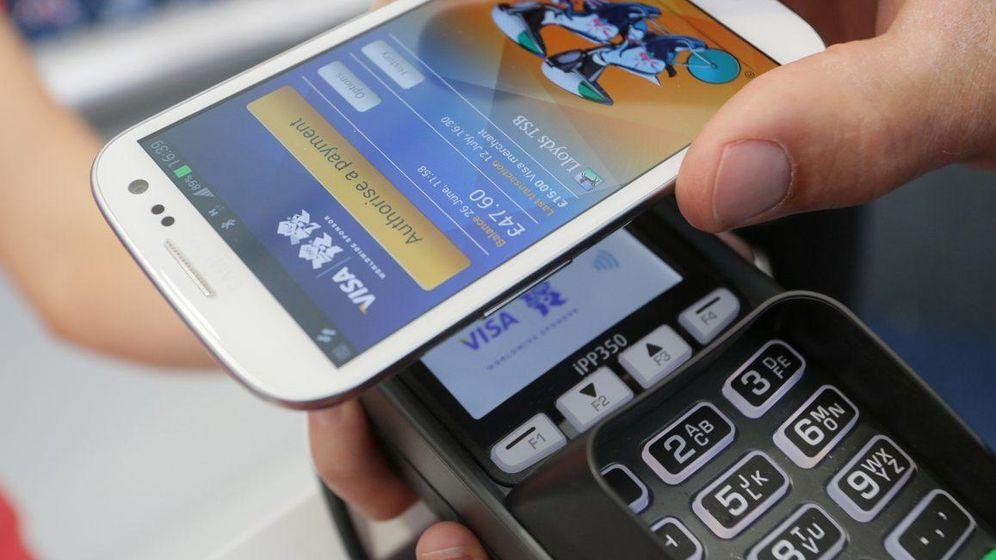 Foto: El móvil se come a la ventanilla bancaria: un tercio de los españoles no va a su sucursal
