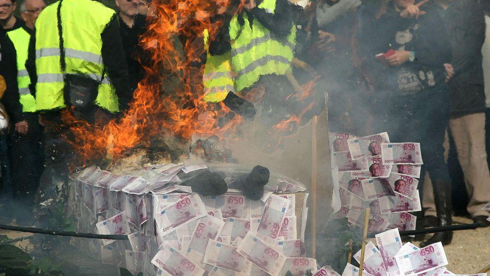 Foto: Manifestación contra la indemnización del Estado a las empresas promotoras del proyecto de almacén de gas Castor. (EFE)