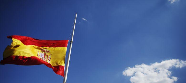 Foto: La bandera nacional en la Plaza de Colón de Madrid (Reuters).