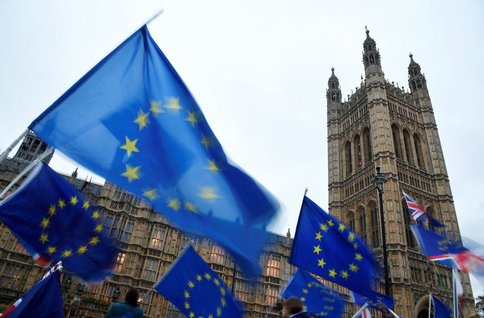 Foto: Manifestantes anti-Brexit protestan ante el Parlamento británico, en Londres. (Reuters)