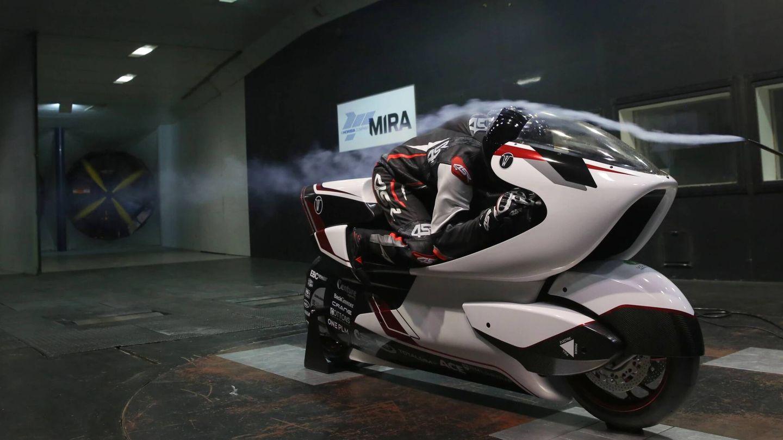 La moto WMC250EV en una prueba de túnel de viento (WMC)
