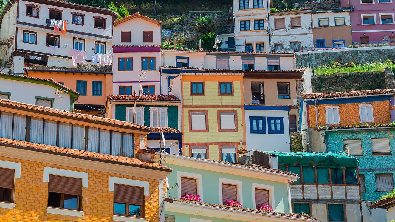 Las casas de colores del barrio de pescadores. (Foto: Vive Cudillero)
