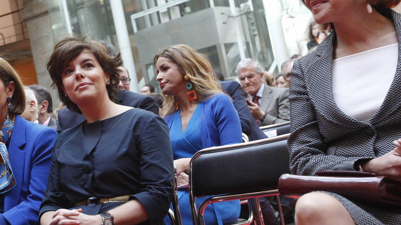 Soraya, Cospedal y la silla vacía. (Gtres)