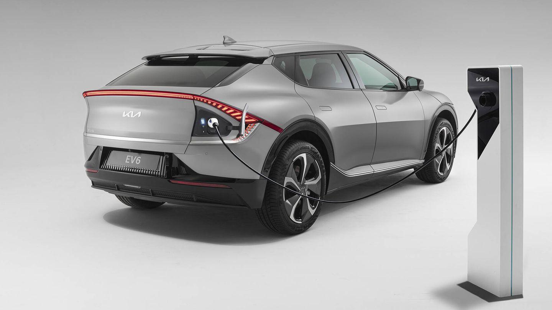 Tanto el Kia EV6, en la imagen, como el Hyundai Ioniq 5 estrenan la nueva plataforma E-GMP, capacitada para la recarga bidireccional, o V2G.
