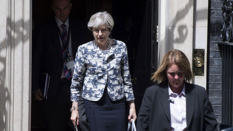 May promete tratar a los europeos como británicos en Sanidad y servicios sociales