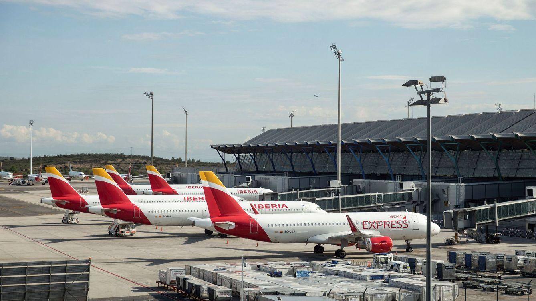 Las aerolíneas temen que el Gobierno les pase el coste de controles sanitarios de Aena