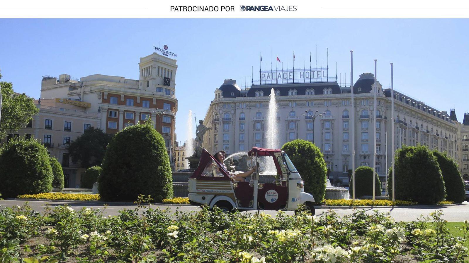 Foto: Tuk Tuk frente a la plaza de Neptuno, en Madrid (Foto: Inés Carriazo)