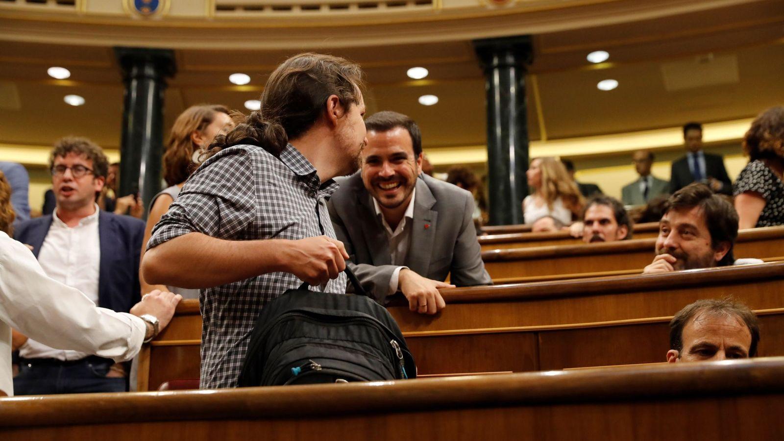 Foto: Pablo Iglesias y Alberto Garzón, en el debate de investidura. (EFE)