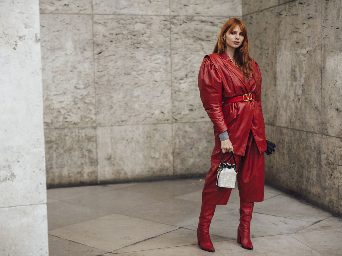 Foto: Vestir de rojo es una de esas tres tendencias poderosas. (Imaxtree)