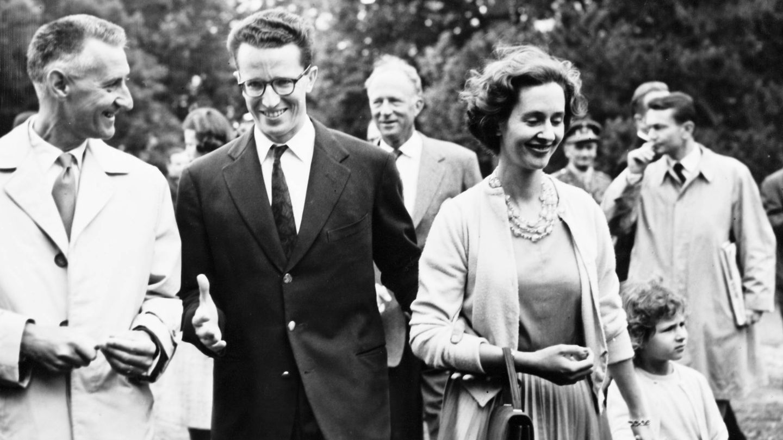 Balduino presenta a Fabiola de Mora a la prensa belga, en 1960. (Getty)