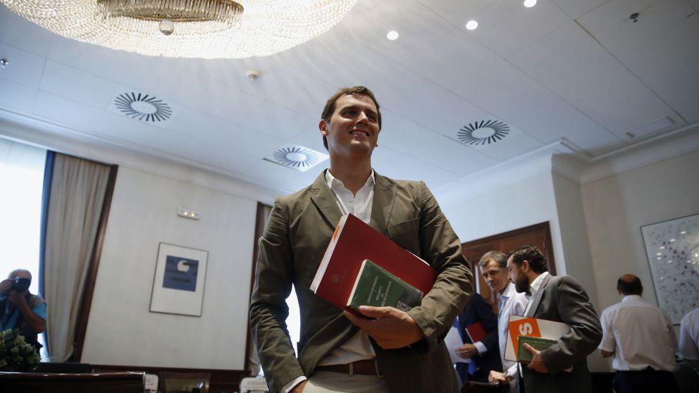 Rivera suaviza el veto a Rajoy y solo piensa en las reformas para negociar