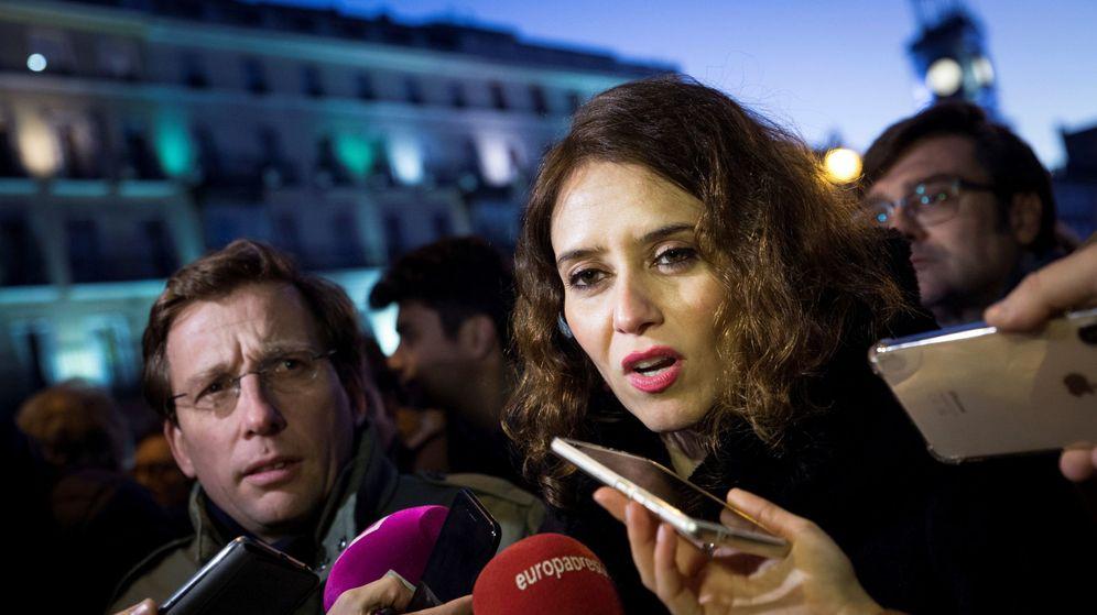 Foto: Isabel Díaz Ayuso, en apoyo a Juan Guaidó junto a cientos de venezolanos en Madrid. (EFE)