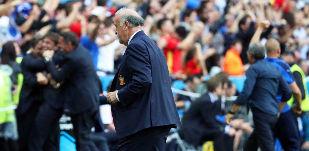 Foto: Del Bosque, desolado tras el batacazo sufrido por la Roja ante Italia (EFE)