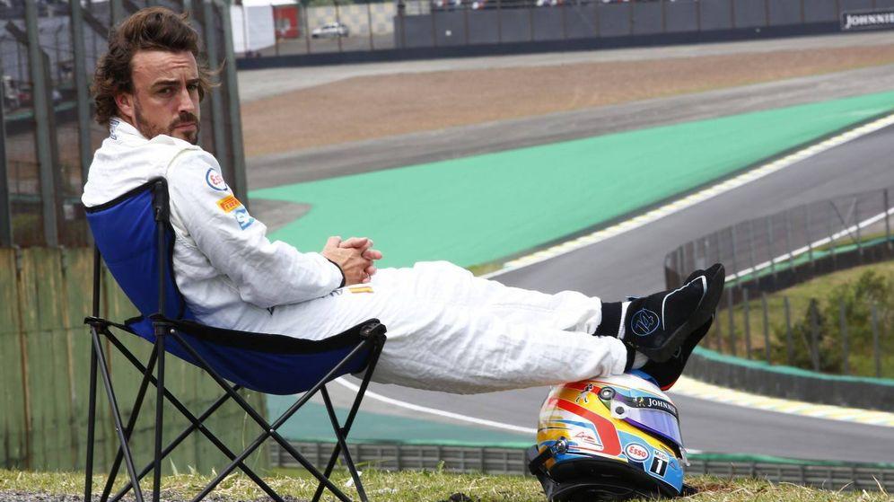 Foto: Fernando Alonso protagonizó uno de los momentos más hilarantes de todo 2015 en Brasil. (McLaren)