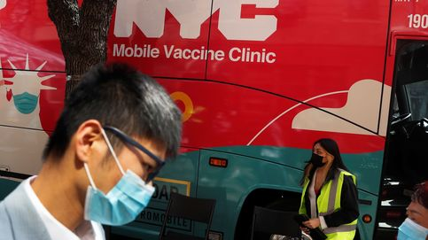 Convierten dos autobuses en clínicas para vacunar en zonas humildes