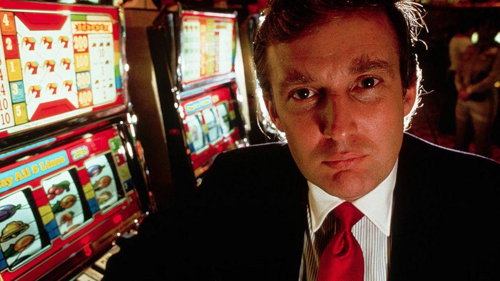 Foto: Una imagen de Donald Trump dentro de un casino.