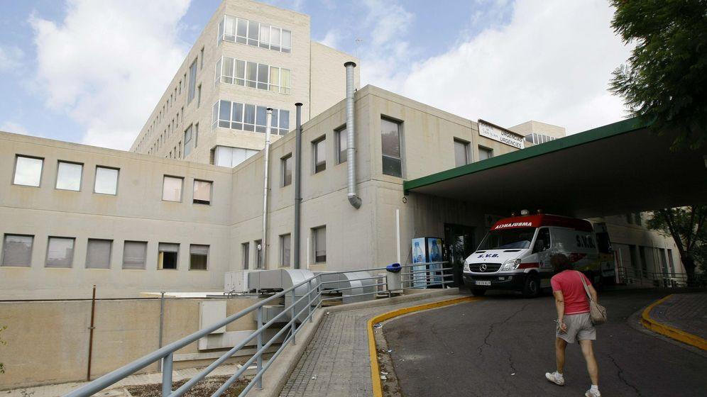 Foto: La mujer fue atendida en el hospital de Alicante (EFE/Manuel Lorenzo)