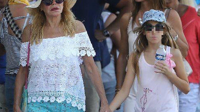 La baronesa junto a su hija. (Gtres)