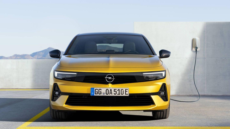 Desde el primer momento, el nuevo Astra ofrecerá versiones híbridas enchufables, una de 180 CV y otra con 225.