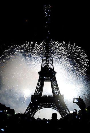 Foto: Los escalones de la torre Eiffel, vendidos a precio de oro